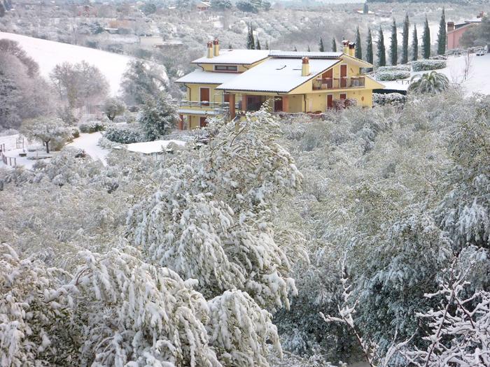 Casa Macia con la neve